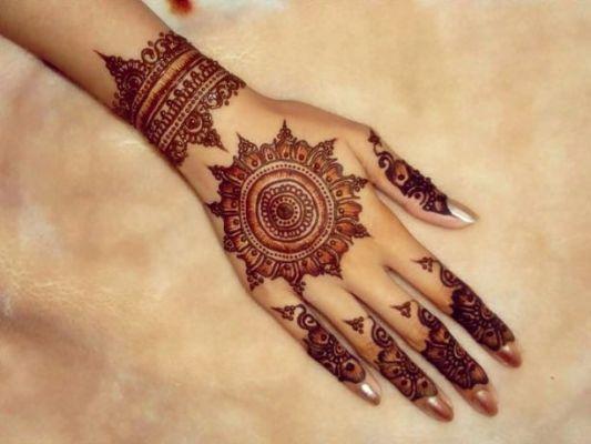 Traditional Circle Mehndi Designs : Beautiful mehendi designs for your hands bodyartguru