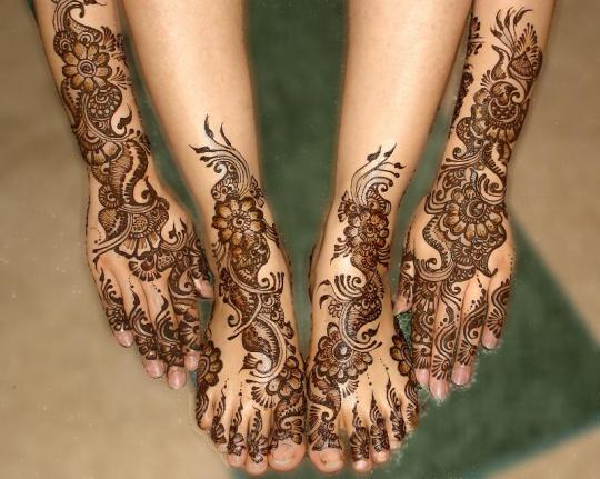 hand and feet mehendi design