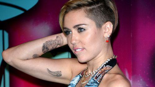 Miley-Cyrus-claw-tattoo-on-inner-arm