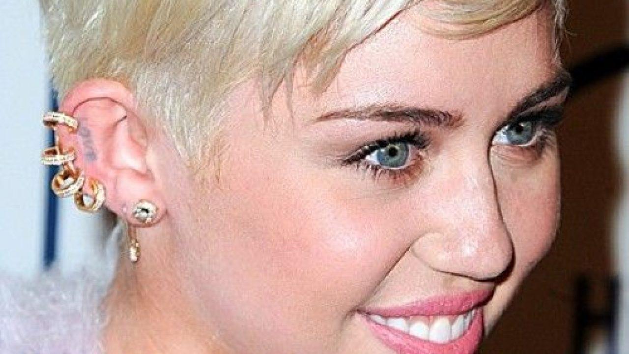 Helix Piercing Miley Cyrus