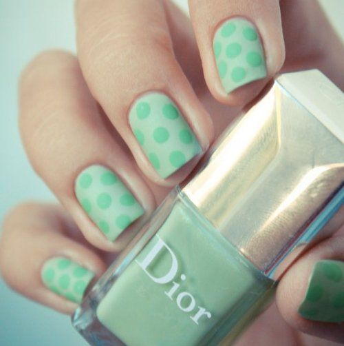 polka-dot-nail-design