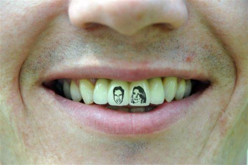 royal-teeth-tattoo