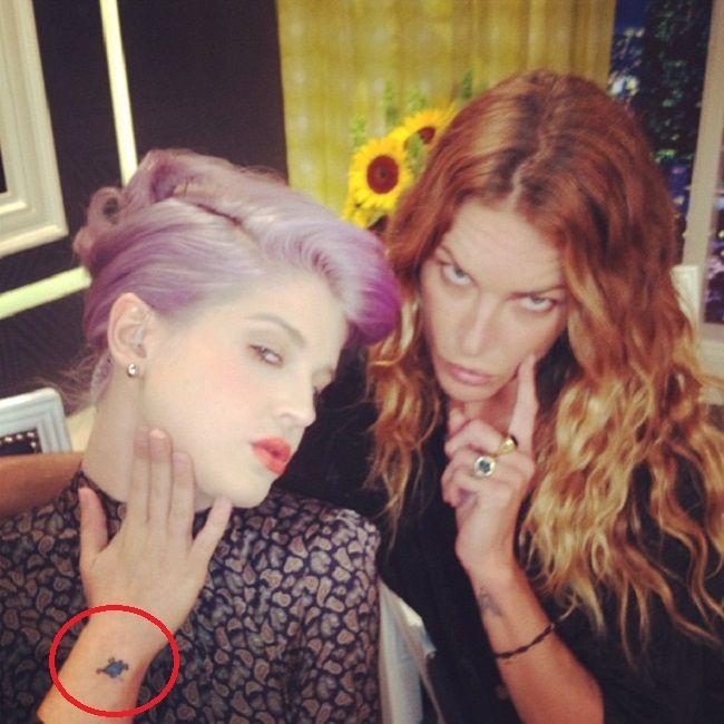 kelly osbourne-heart and bones tattoo
