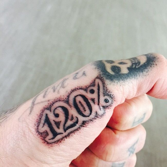 travis barker-120% tattoo