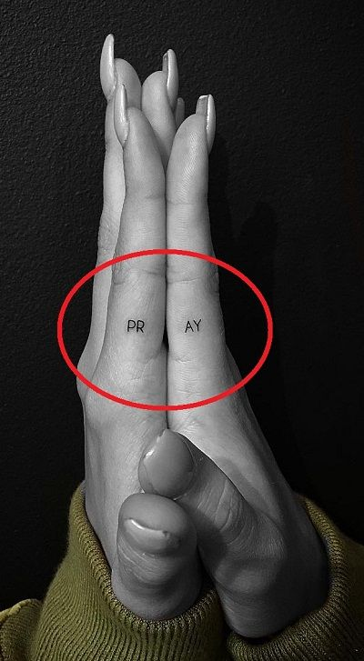 Hailey Baldwin-PRAY Tattoo