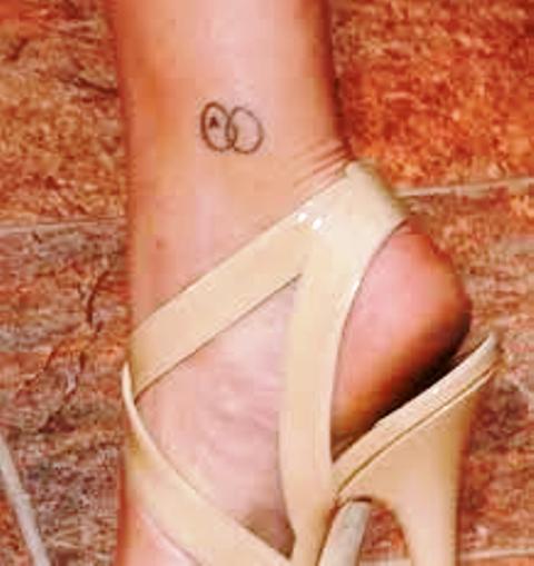 Scarlett Johansson tattoos Infinity-Like
