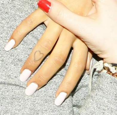 Ariana Grande - Heart tattoo on finger