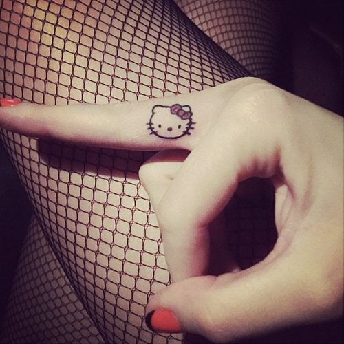 Katy Perry - Hello Kitty Tattoo