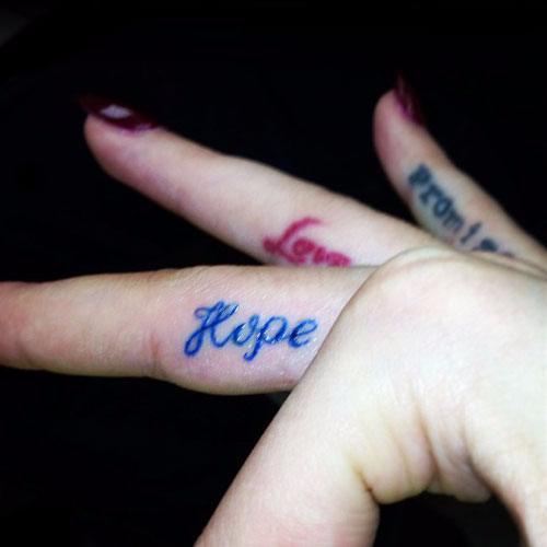 "Rita Ora Finger Tattoo - ""Hope"", ""Love"" & ""Promise"""