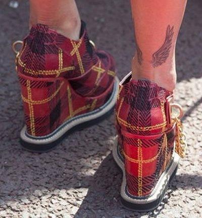 Rita Ora - Wings Tattoo