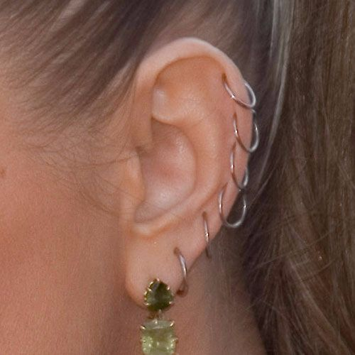 fergie-ear-piercings-