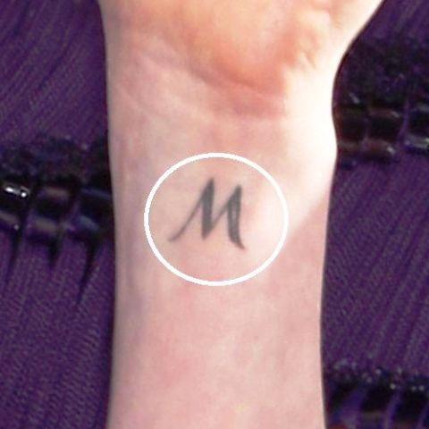 Anne Hathaway M Tattoo