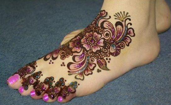 Glitter Leg Mehandi Design