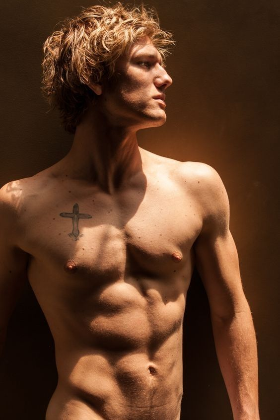 Alex Pettyfer Cross tattoo