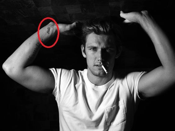 Alex Pettyfer interlinked heart tattoo
