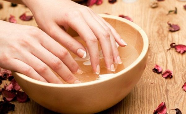 hydrated nail-gel manicure