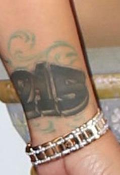 Amber-Rose-215-Wrist-Tattoo