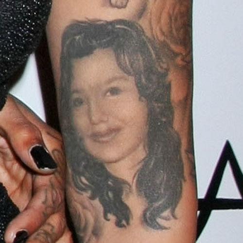 Amber-Rose-Mom-Portrait-Tattoo