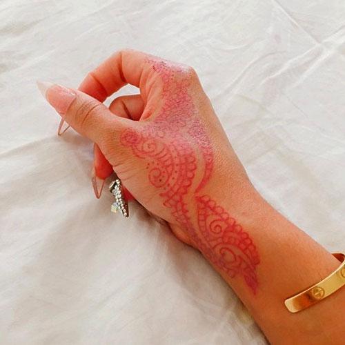 Blac-Chyna-Henna Hand Tattoo