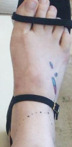 Lena-Dunham-foot-Tattoo