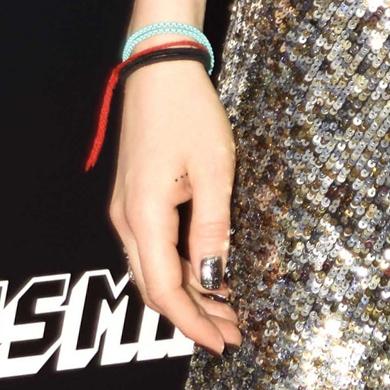 Zosia Mamet Hand dots Tattoo
