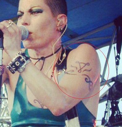 Joan jett armband tattoo