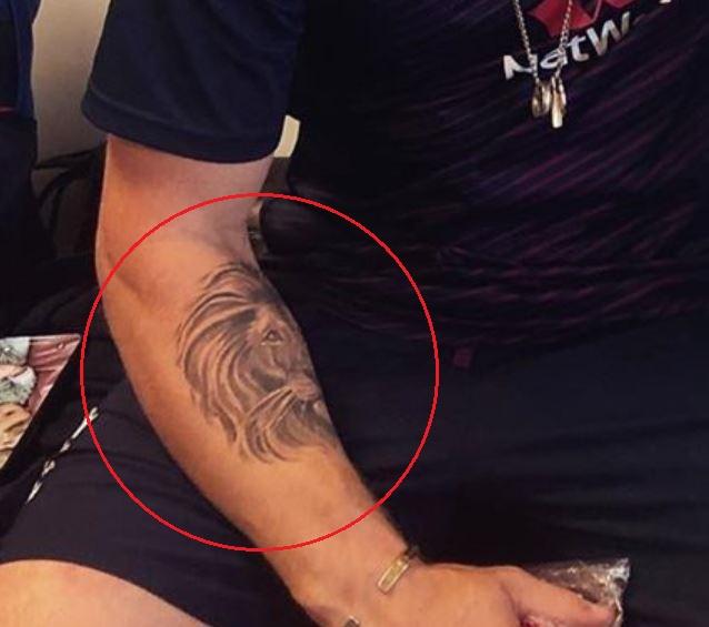 Jason Roy lion tattoo