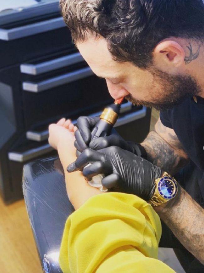 Chrissy Teigen-Winter Stone-Tattoo