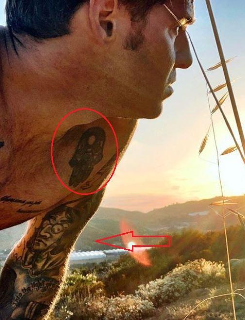 Ryan Cabrera hand face tattoo