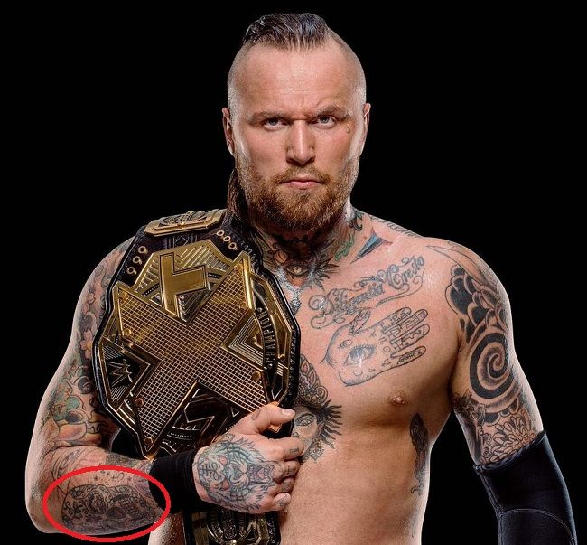 Aleister Black-calavera tattoo