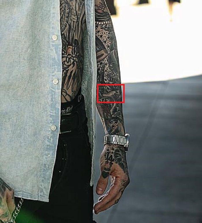 Trace Cyrus-Shark tattoo