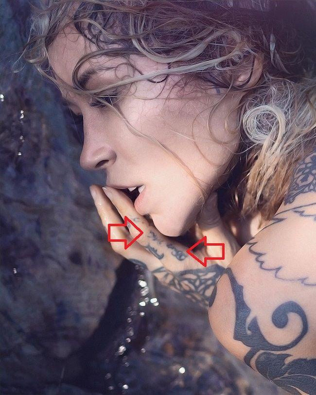 Sara Fabel-Tattoo-Index-Finger