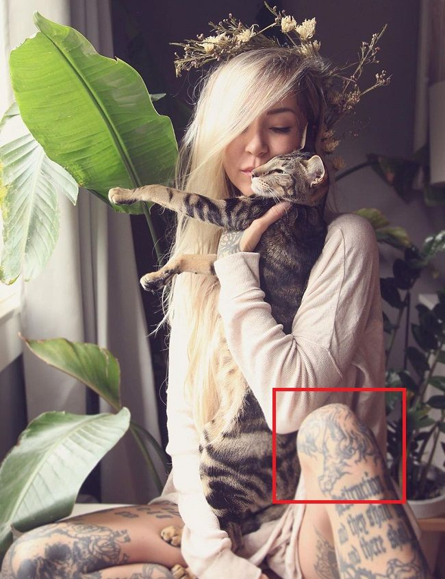 Sara Fabel-Tattoo-Left-Knee