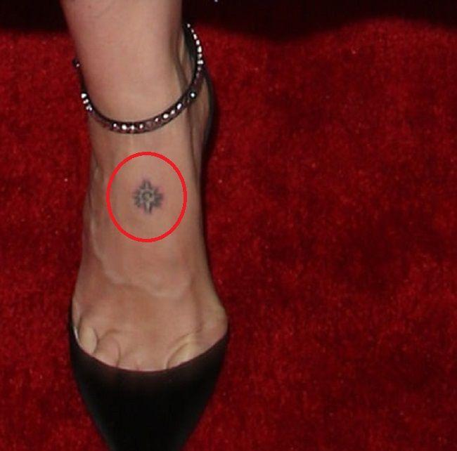 Sarah Paulson-Starburst-Tattoo