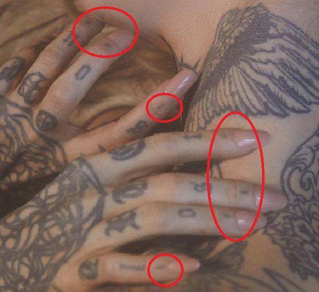 Sara Fabel-Tattoo-Fingers