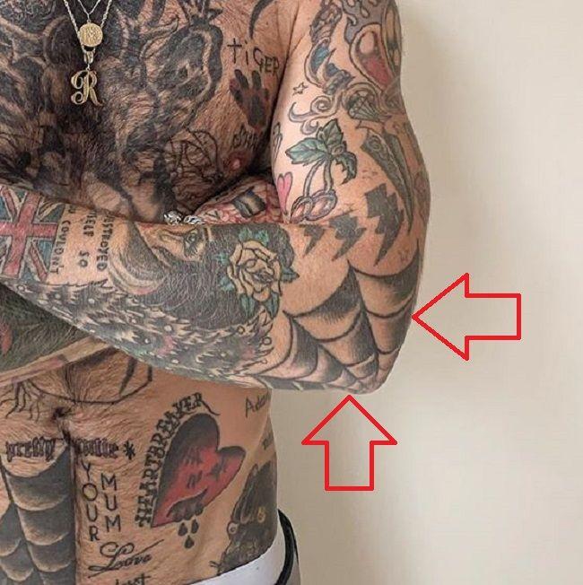 Ricki Hall-Spider web-Tattoo