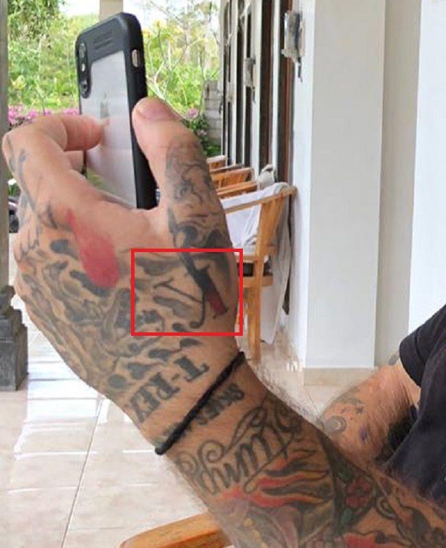 Alex Minsky-Hand-Tattoo