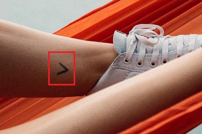 Debby Ryan Leg-Tattoo