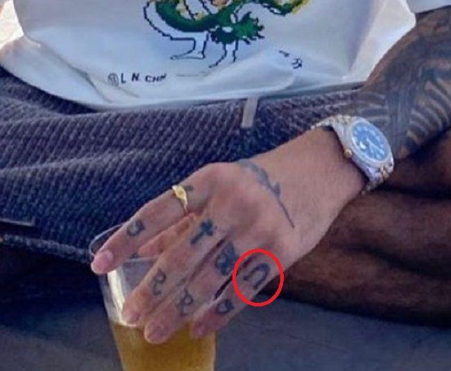 Rauw Alejandro-Horseshoe-Tattoo