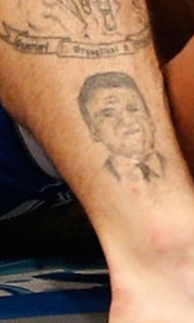 Sakara portrait on leg
