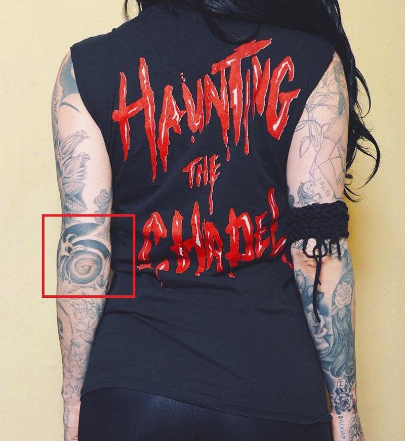 kAT vOND-Elbow-Tattoo
