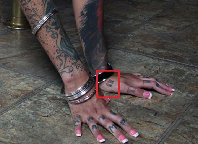 Bonnie Rotten-Hand-Tattoo