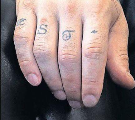 Aaron est tattoo