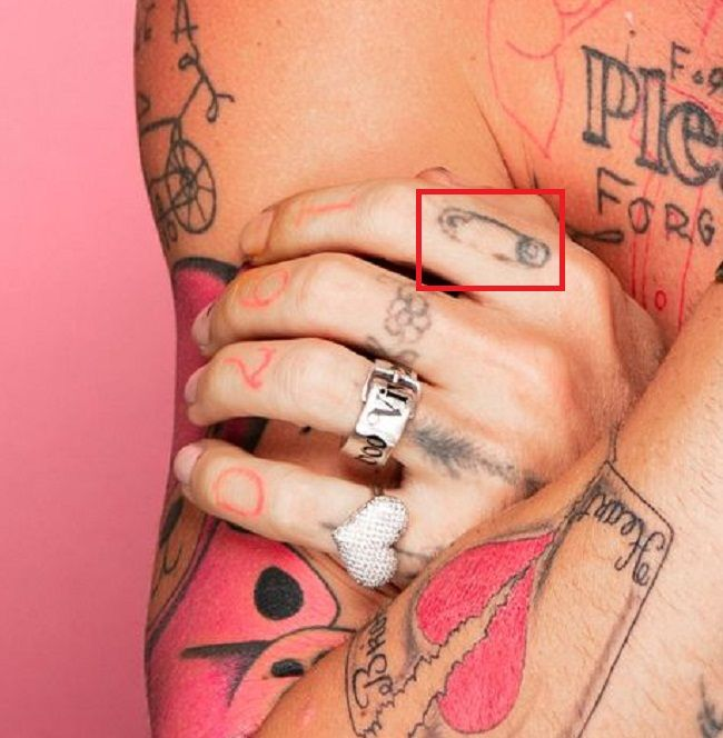 Safety Pin-Tattoo Index finger-Mod Sun