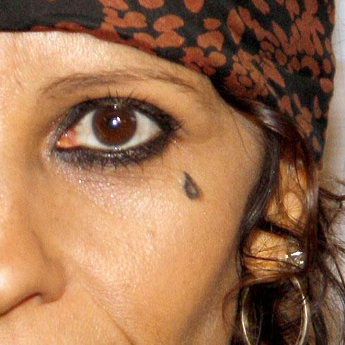 linda-perry-teardrop-face-tattoo