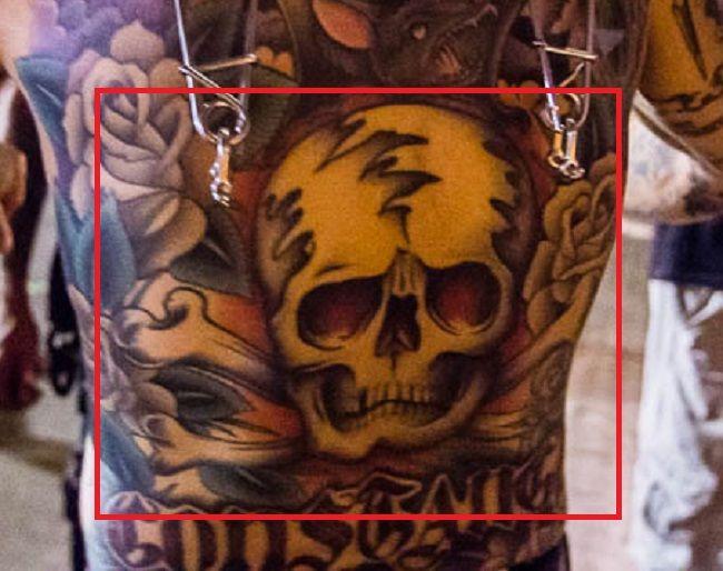 Dave Navarro-Skull with Cross Bones-Tattoo