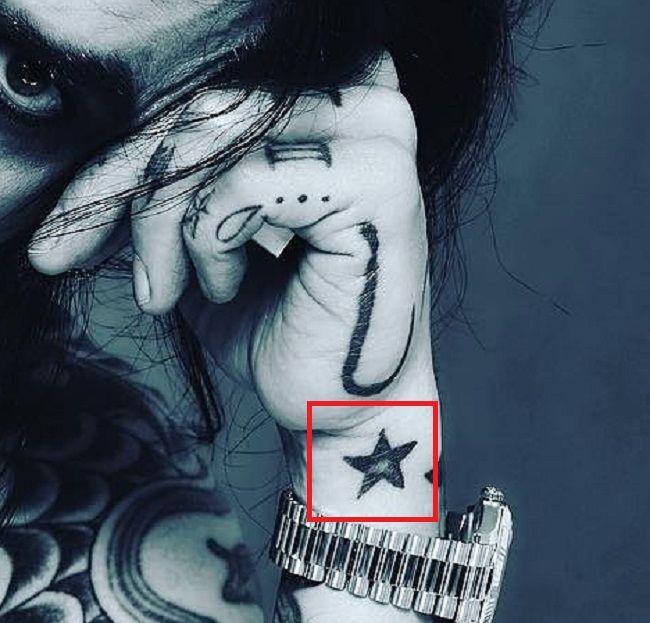 Star tattoo-Dave Navarro