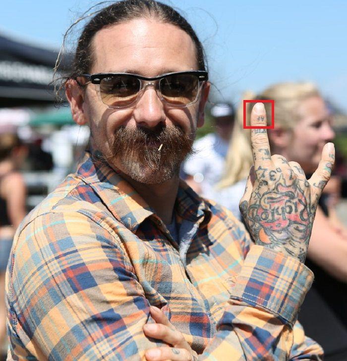 finger tattoo oliver peck