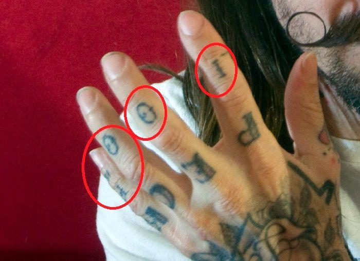 fingers tattoo-oliver peck