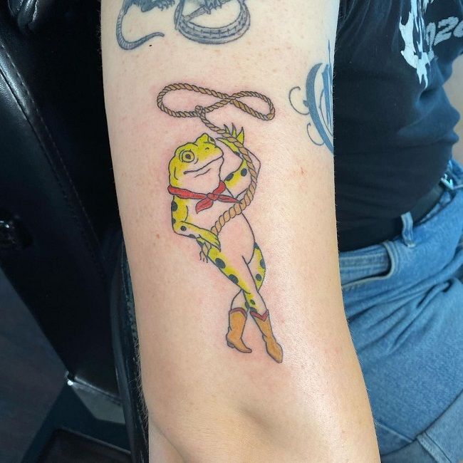 'Frog holding a Rope' Tattoo